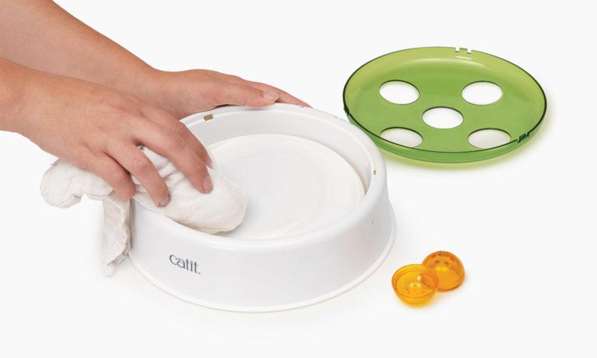 limpiar el juguete interactivo para gatos Catit Ball Dome